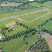 Vend GRANDE MAISON sur AIRPARK pour activité d'hébergement  aéronautique